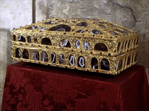 Agates box, c. 910, preserved in the Holy Chamber of the Oviedo Cathedral.