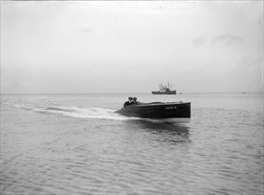 The hydroplane 'Vicuna III' underway, 1913.  Creator: Kirk & Sons of Cowes.