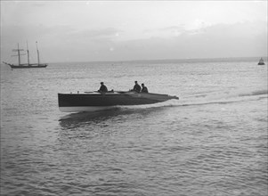 Hydroplane under way, 1913. Creator: Kirk & Sons of Cowes.