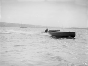 The hydroplane 'Columbine' under way. Creator: Kirk & Sons of Cowes.
