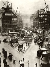 Building work at Piccadilly Circus in London,1926