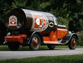 1927 Daimler Bottle Van. Creator: Unknown.