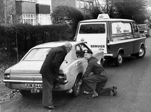 R.A.C. breakdown assistance to 1973 Ford Cortina. Creator: Unknown.
