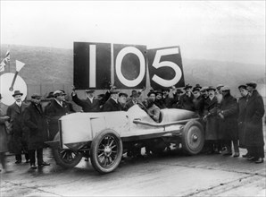 1913 Percy Lambert in Talbot Special 25hp at Brooklands, breaks 103 miles in 1 hour record. Creator: Unknown.