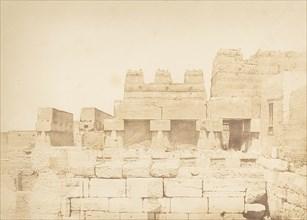 Pigeonniers bâtis sur la colonnade méridionale du palais d'Aménophis III, à Louxor, Thèbes, 1849-50.