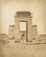 Propylone du Temple de Khons, à Karnac, Thèbes, 1849-50.