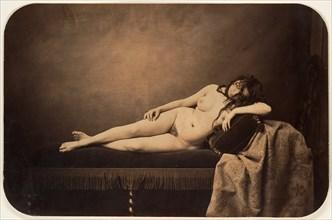 Nu féminin allongé sur un canapé Récamier, ca. 1856.
