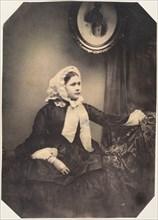Mlle. Jeanne tellement tremblante que le photographe ne peut pas fixer les yeux, 1854-56.