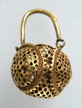 "Gold ""Basket"" Earring, Byzantine, 6th century."