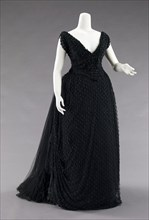 Evening dress, French, ca. 1885. Similar decolletage was shown in several James Abbott McNeill Whistler (1834-1903) paintings of the 1880s.