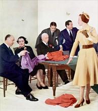 Christian Dior dans ses ateliers en 1950