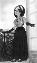 Modèle de la première collection du couturier Christian Dior en 1947.
