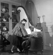 Collection hiver 1950 du couturier francais Christian Dior.