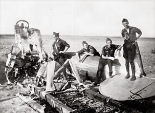 Les débris d'un avion pendant la Guerre d'Espagne
