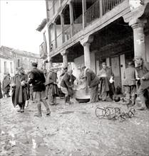 L'heure de la soupe pour les troupes nationalistes pendant le siège de Madrid en novembre 1936