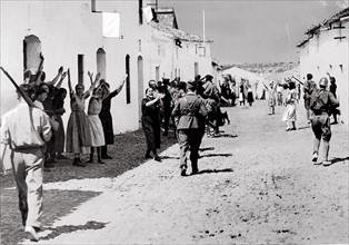 Le village de Constantina tombé aux mains des nationalistes, en 1936