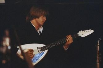 Brian Jones sur scène