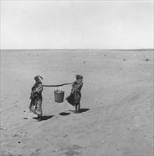 Retour du puits, sur la piste allant à El Golea, dans le Sahara
