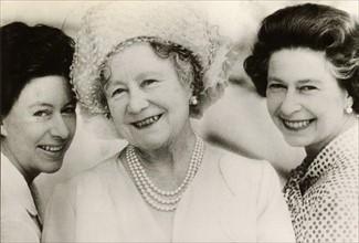 La Reine-Mère Elizabeth avec ses filles