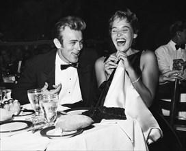 James Dean et Ursula Andress, vers 1955