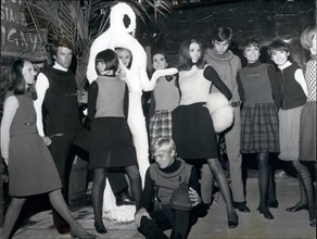 Sep. 09, 1966 - MEN'S FASHION BOUTIQUE OPENED BY PIERRE CARDIN PIERRE CARDIN, THE FAMOUS FRENCH COUTURIER, OPENED A MEN'S FASHION BOUTIQUE IN FAUBOURG SAINT-HONORE NEAR THE ELYSEE PALACE TODAY. OPS: M...