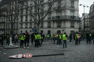 Paris, France. 8th December 2018. Yellow Vests (Gilets jaunes) protests against living costs and rising oil prices Credit: Piero Cruciatti/Alamy Live News