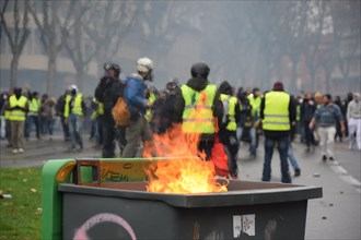 Toulouse, France. 22nd December 2018. Serious clashes occured on December the 22nd in the streets of Toulouse, France, between riot police units (CRS) and the yellow vest (gilets jaunes). Police large...