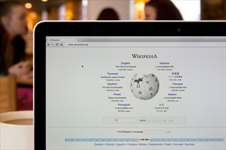 The Wikipedia website shot in a coffee shop environment (Editorial use only: ­print, TV, e-book and editorial website).