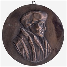 One-sided plaque medal at Erasmus, penning footage bronze, minted, right-facing bust Erasmus with beret no Erasmus Rotterdam
