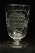 Cup engraved with Schielandshuis and Museum Boojmans, cup drinking glass drinking utensils tableware holder glass, gram free