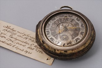 Cornelis Uyterweer, Pocket watch with protective case with imitation tortoise painting and silver dial with date calendar
