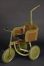 Jouet : tricycle d'enfant