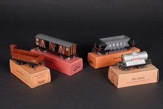 Jouet : 4 wagons avec leur boîtes