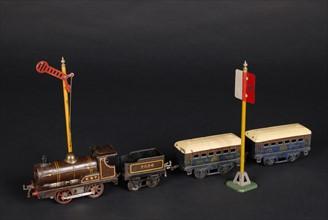 Jouet : petite locomotive à vapeur ESt mécanique