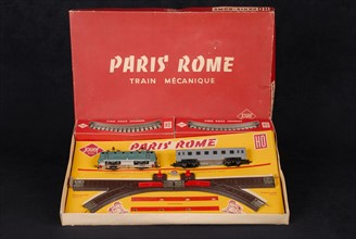 """Jouet : coffret train mécanique """"Paris Rome"""" avec sa clé"""