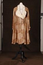 Costume de théâtre : manteau des années 1925-1930