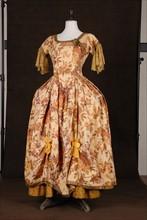 "Costume de théâtre : robe style Louis XV dite ""Manon"""