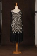 Costume de théâtre : robe 1925 noire perlée