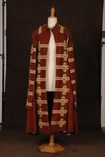 Costume de théâtre : cape style Louis XV marron