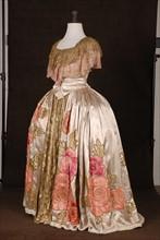 Costume de théâtre : robe style Louis XV en satin
