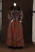 Costume de théâtre : robe 1900
