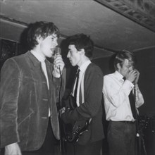 Les Rolling Stones sur la scène d'un club de jazz à Chelsea, Londres (1962)