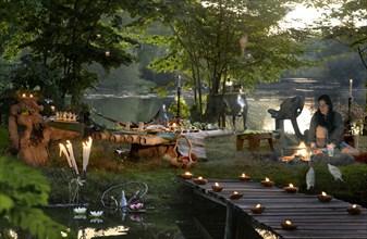 Buffet Robinson : mise en scène au bord d'un étang