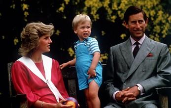 Le Prince Charles avec la Princesse Diana lors du deuxième anniversaire du prince William