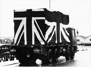 Camion funéraire quittant Southampton