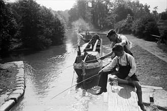 Pêche à Watford, 1945