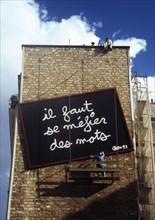 MUR PEINT, OEUVRE DE BEN, PARIS, FRANCE