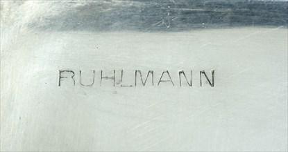 Signature de Ruhlmann sur un coffret