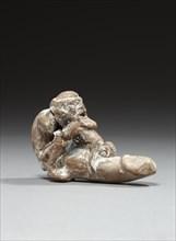 Figurine représentant un homme âgé, nu, barbu, au sexe démesuré sur lequel il renverse une femme