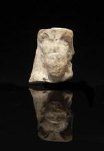 Modèle de sculpteur représentant la tête d'un roi coiffée du némès